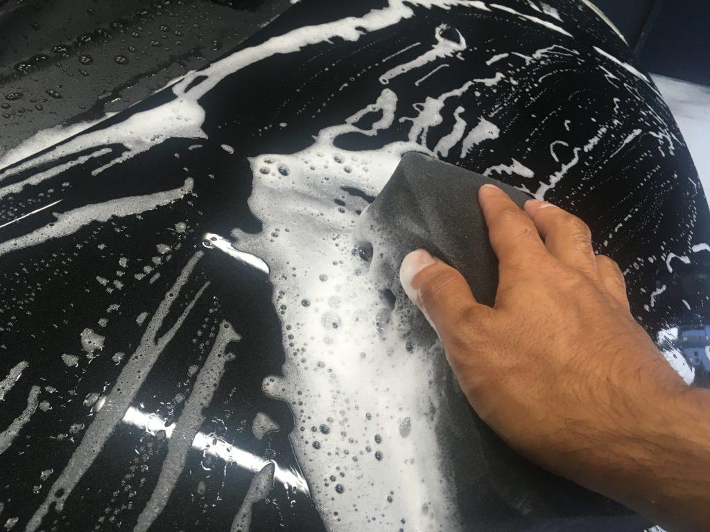 洗車スポンジをアワアワに