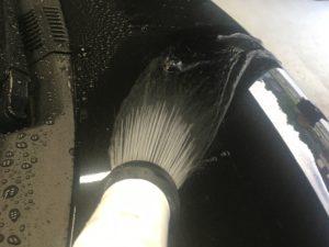 ひと工夫するだけで拭き上げなくても、水をボディに残さない洗車方法