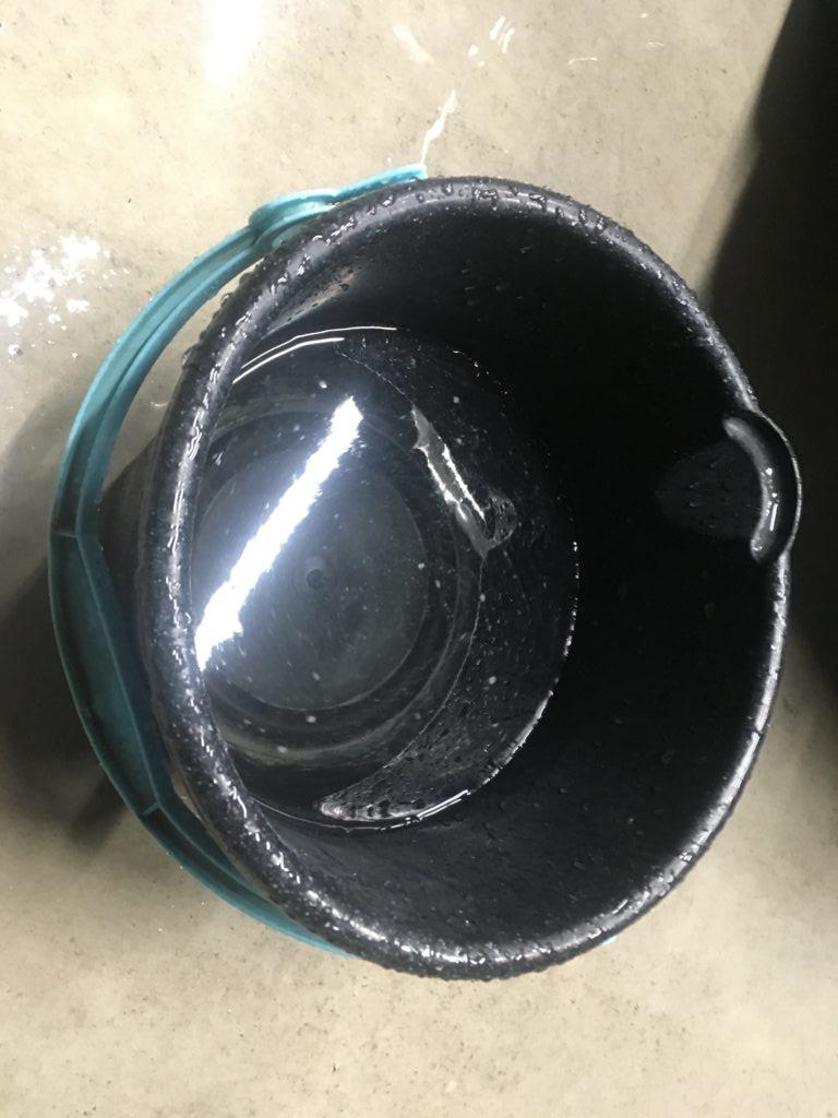 水で拭き上げバケツ