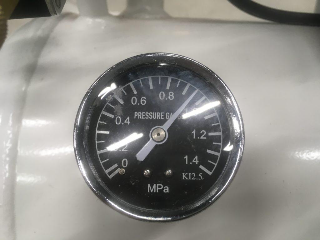 圧力0.9