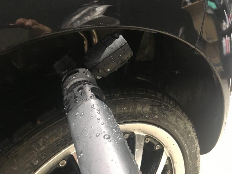 タイヤハウスも高圧洗浄機が当たらない角度も可能
