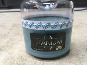 ザイモール チタニウム 車には天然ワックスこそがオススメのコーティング