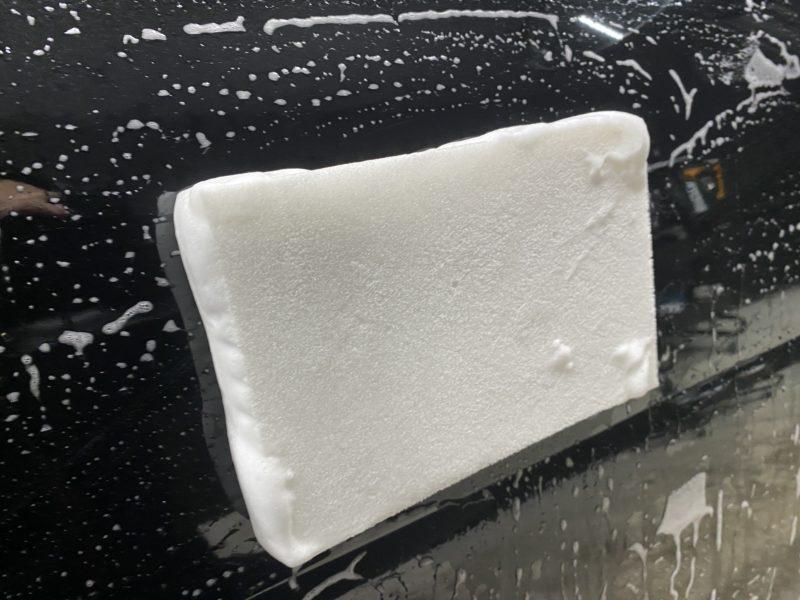 洗車スポンジが横面に張り付く